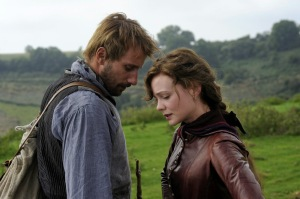 still-of-matthias-schoenaerts-and-carey-mulligan-in-far-from-the-madding-crowd-(2015)-large-picture